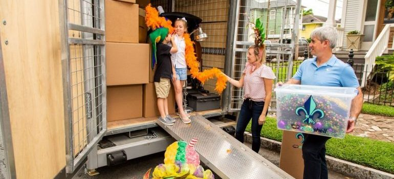 a family moving, representing new orleans movers