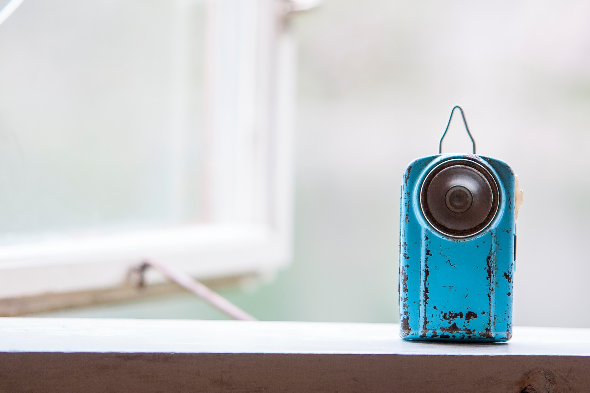 blue speaker that has rusted